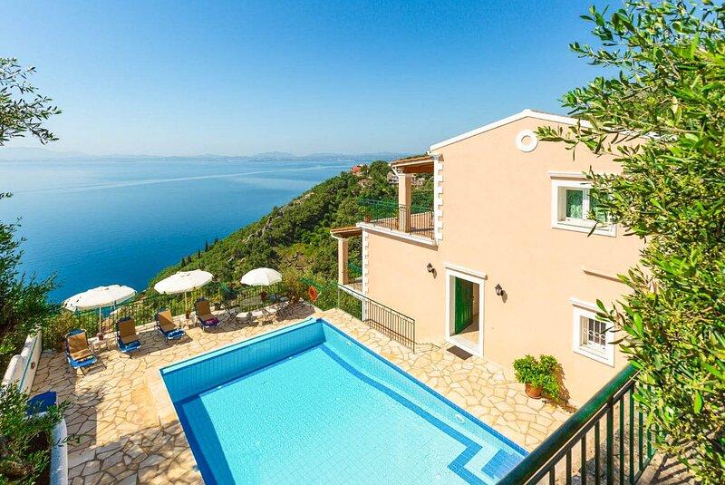 Villa Armandos: Large Private Pool, Walk to Beach, Sea Views, A/C, WiFi, alquiler de vacaciones en Katavolos