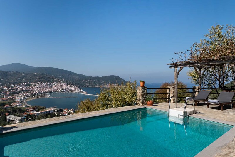 Villa Nina: Private Pool, Sea Views, A/C, WiFi, holiday rental in Stafylos