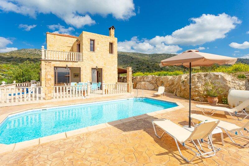 Villa Rallo: Large Private Pool, Sea Views, A/C, WiFi, Eco-Friendly, holiday rental in Steni