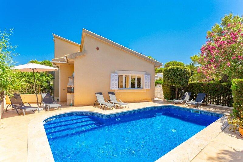 Villa Marilen: Large Private Pool, Walk to Beach, A/C, WiFi, casa vacanza a Mal Pas