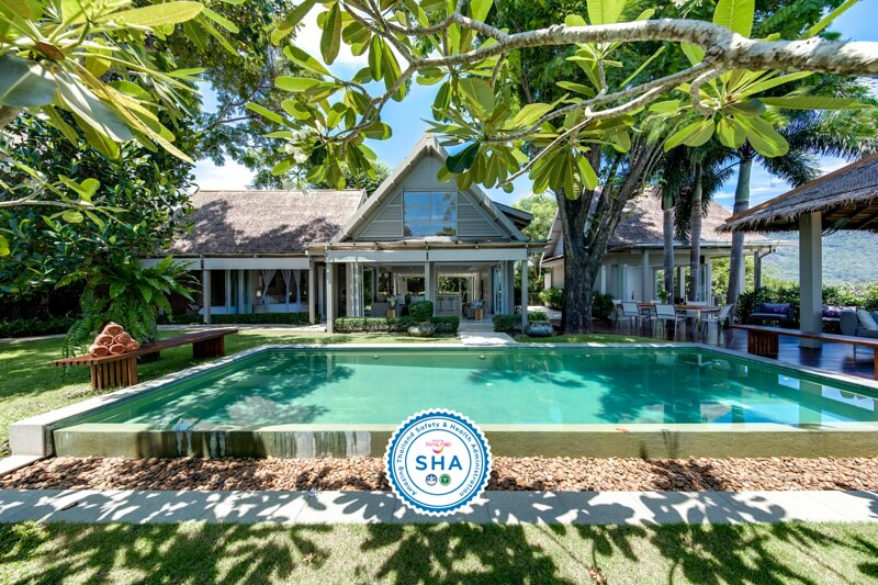 15% OFF The Headland Villa 5 Chic Family Home w/ Garden Pool, holiday rental in Taling Ngam