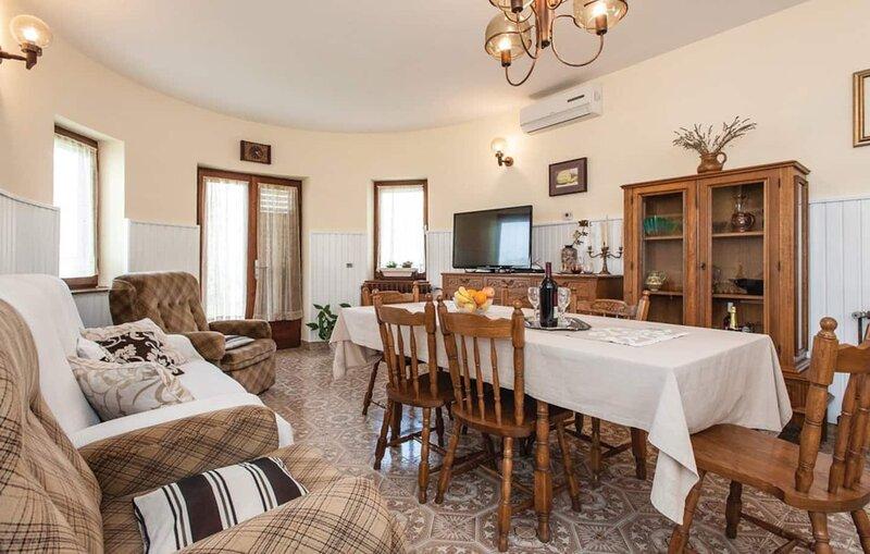 HOLIDAY HOME NADA, Split - Srinjine, vakantiewoning in Jesenice