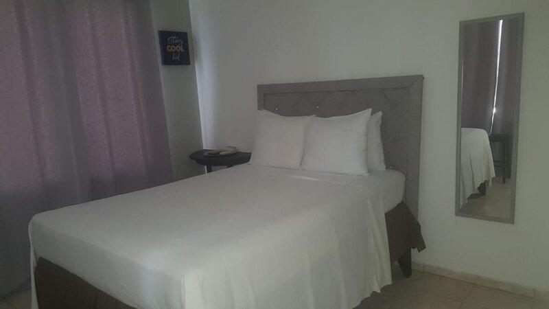 Hotel Casa Docia - Standard Queen Room - 1, alquiler de vacaciones en Santa Bárbara de Samaná