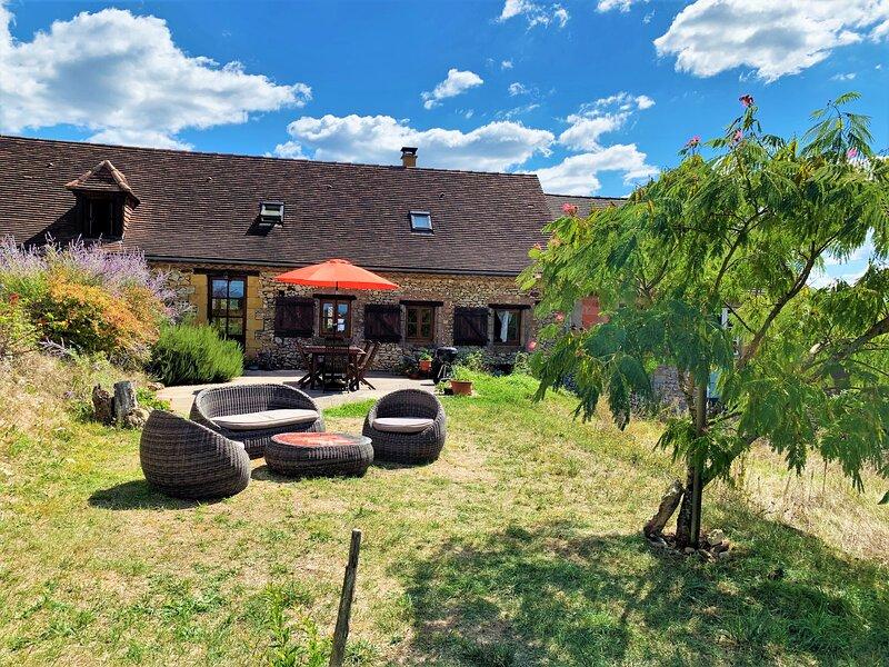 Lovingly restored family barn nestled in nature, in the Dordogne Golden Triangle, holiday rental in Saint-Germain de Belves