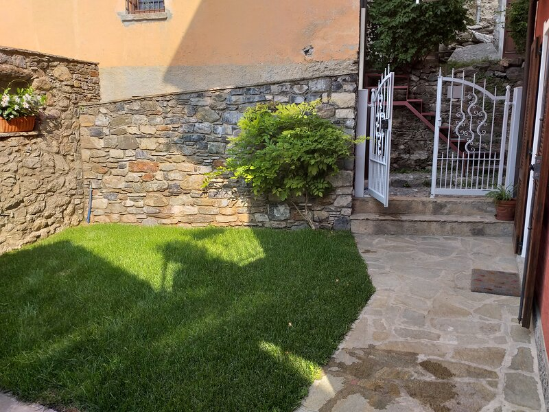 la Corte is an apartment, completely renovated, with a private garden, in the hi, location de vacances à San Siro