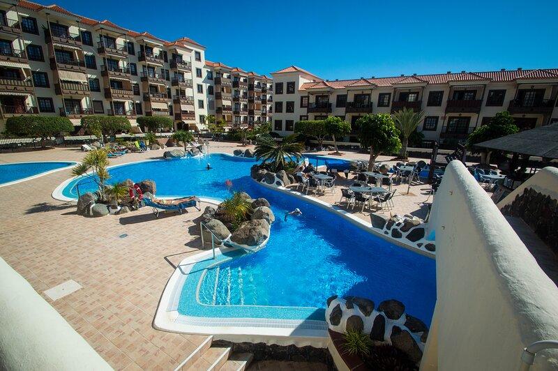 Lovely apartment with patio in Balcon del Mar complex, alquiler de vacaciones en Costa del Silencio