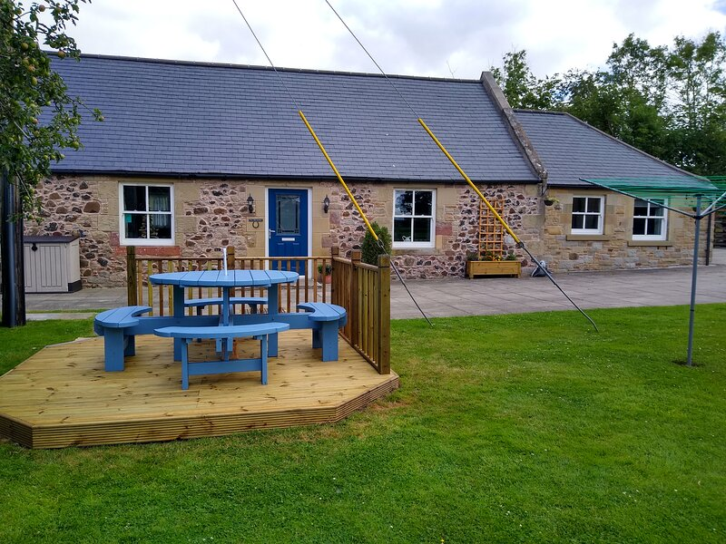 The Old Smithy Cottage 3 bedrooms, 2 bathrooms - sleeps 7 -  Dog friendly, holiday rental in Borders
