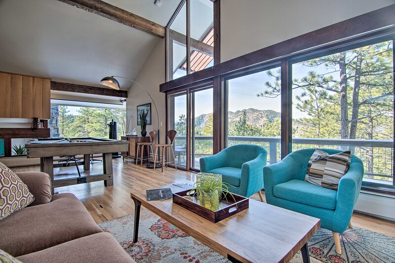 NEW! Chic Boulder Mountain Home w/ Hot Tub + Views, holiday rental in Lyons
