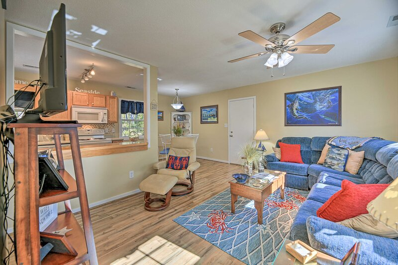 NEW! Beaufort Pad w/ Patio: 3 Blocks to Waterfront, location de vacances à Harkers Island