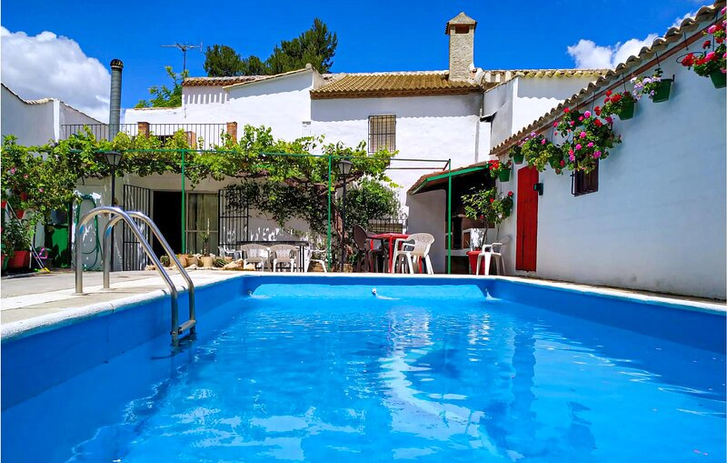 Beautiful home in Campos Nubes/Priego with Outdoor swimming pool and 5 Bedrooms, alquiler de vacaciones en Castillo de Locubín