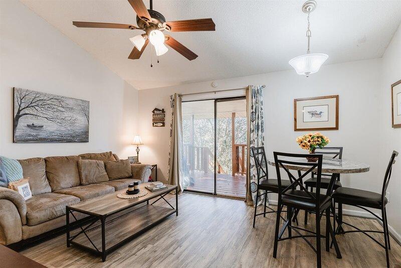 4 Bedroom Retreat at Lake Hartwell! Perfect for couples retreat, group retreat,, aluguéis de temporada em Sandy Springs