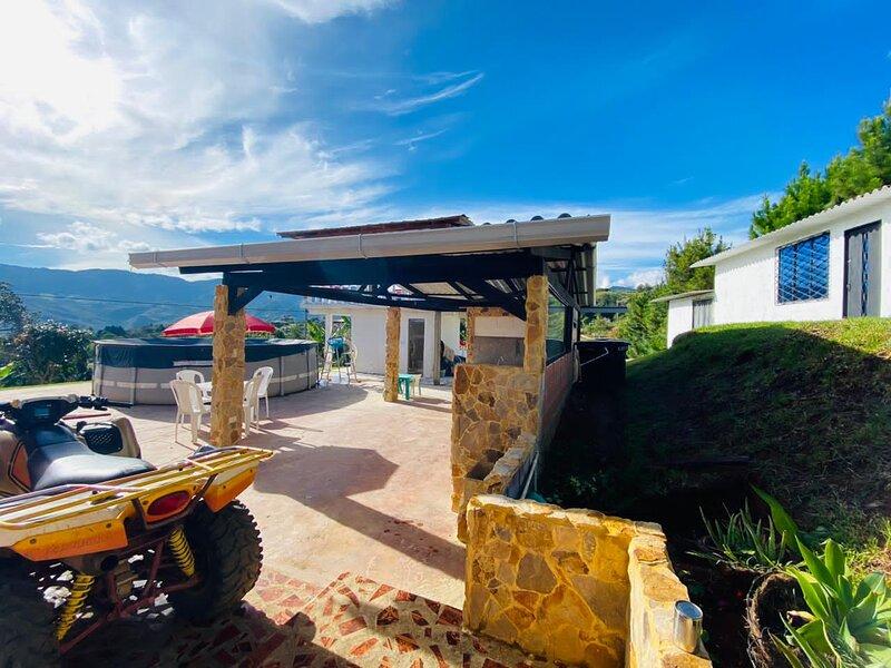 Excelente Vista a las Montañas Finca Villa Maju., vacation rental in Dagua