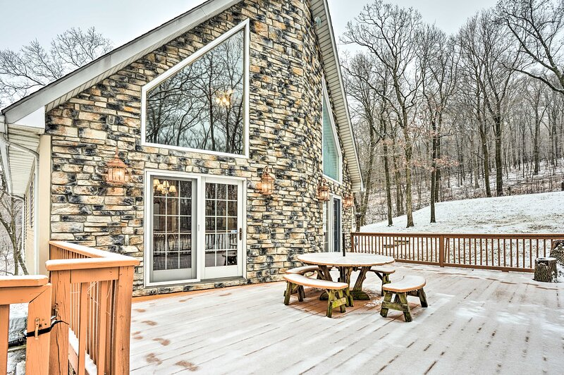 1 Mile to Whitetail Resort - Mercersberg A Frame!, vacation rental in Waynesboro