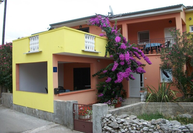 Midi - with two apartments: A1(3) - Petrcane, holiday rental in Petrcane