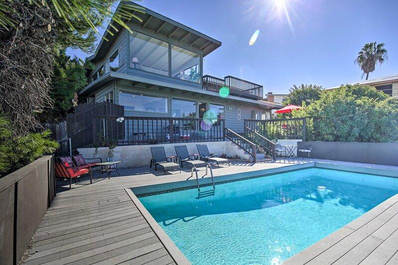 Modern Hillside Estate w/ Pool, Deck & Great Views, casa vacanza a Jamul