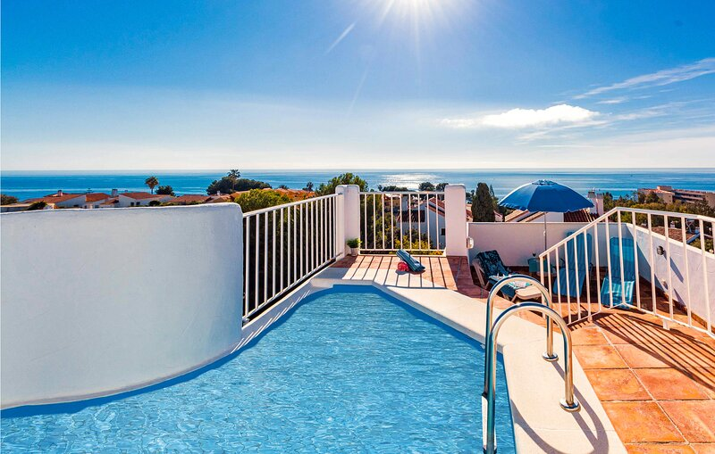 Stunning home in Malaga with Outdoor swimming pool, WiFi and 3 Bedrooms (EAS475), alquiler vacacional en Almayate Alto