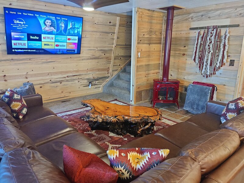 Cozy-Luxury Cabin Minutes away from Bryce Canyon and Zion Ntnl Parks, alquiler de vacaciones en Long Valley Junction