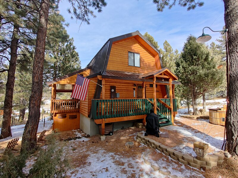 Cozy-Luxury Cabin minutes from Bryce Canyon and Zion Natl Parks!, casa vacanza a Hatch