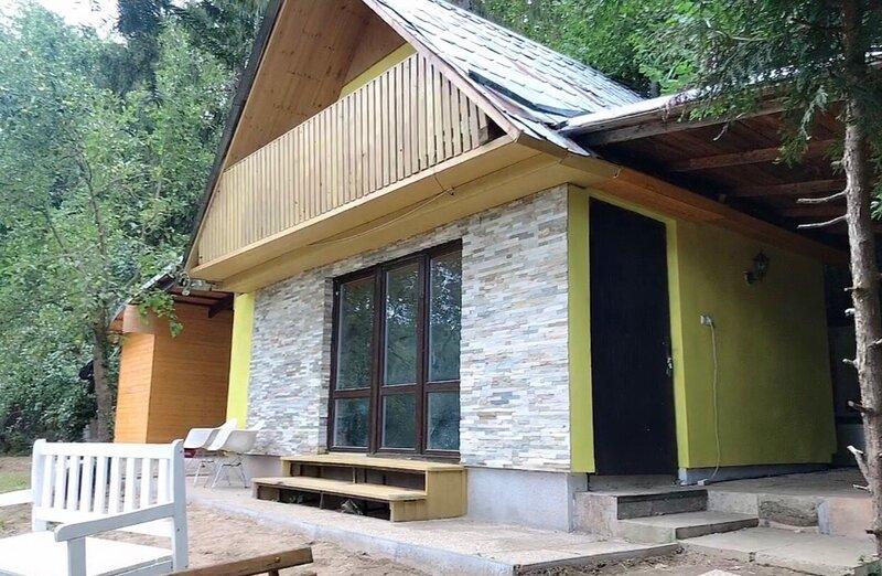 Sazava River Cottage with boating experience, holiday rental in Velke Popovice