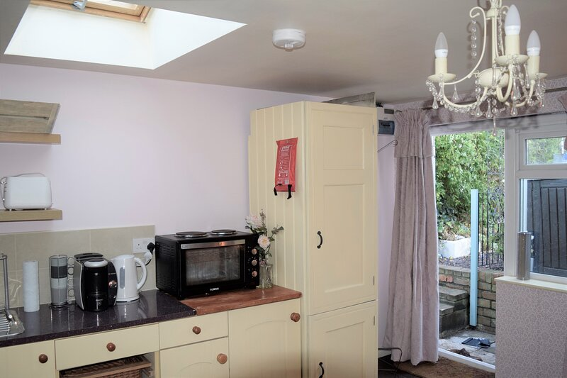Self-contained studio on the outskirts of Bristol, holiday rental in Winterbourne