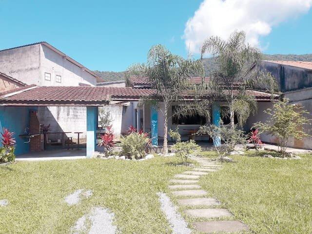 Casa para 7 pessoas no Perequê-açu, holiday rental in Almada