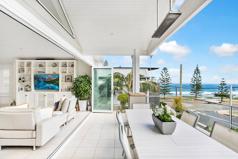 Contemporary Family Entertainer/ Space, Light & Style By the Sea, alquiler vacacional en Allambie Heights
