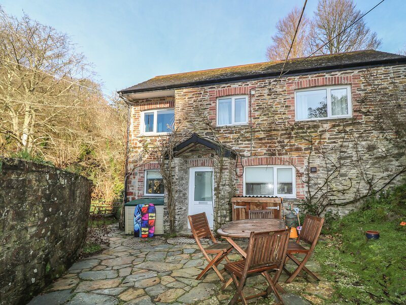MILL COTTAGE delightful cosy cottage, garden and grounds, 10 min walk to beach, location de vacances à Portloe