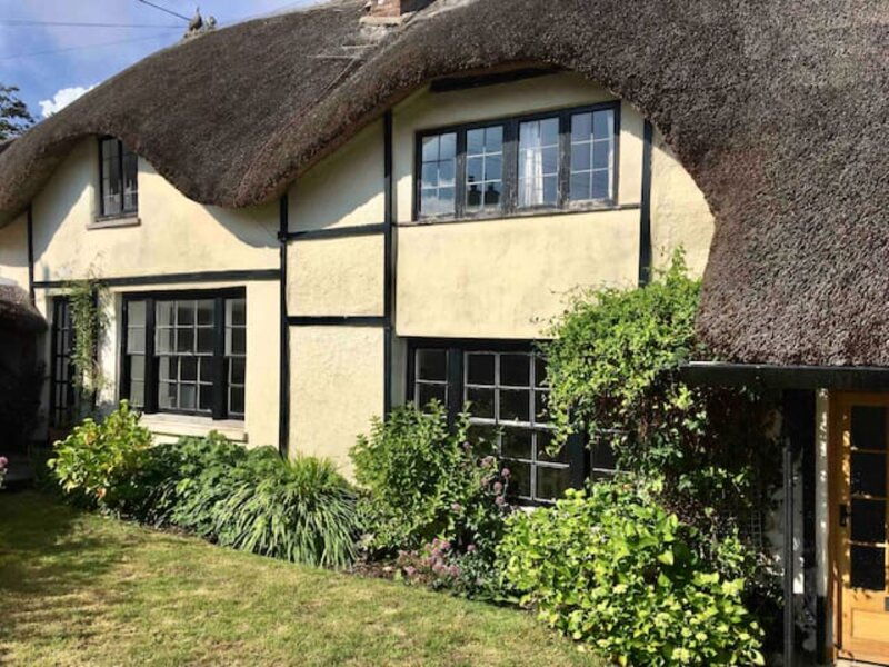 Stylish thatched Devon cottage with lots of character and charm, near the beach, casa vacanza a Bantham