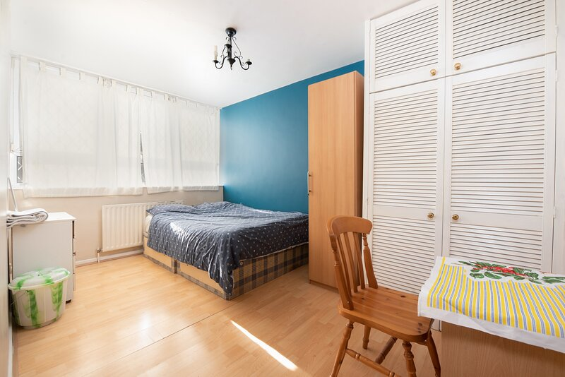 Double Room in Poplar, holiday rental in Stratford City