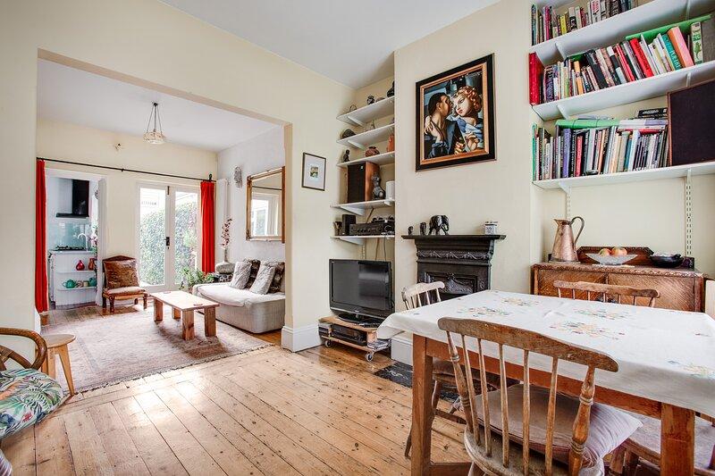 Charming SW London cottage sleeps 4, location de vacances à Hampton