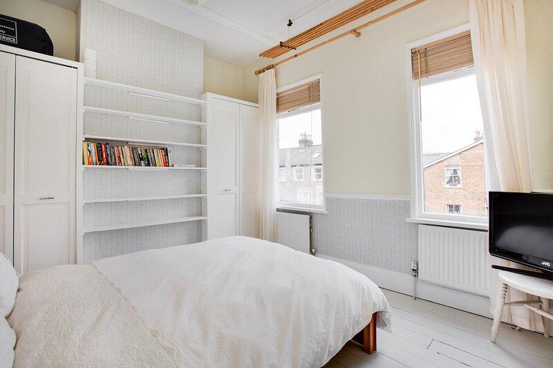 Comfortable private double room in Hampton character cottage, location de vacances à Hampton