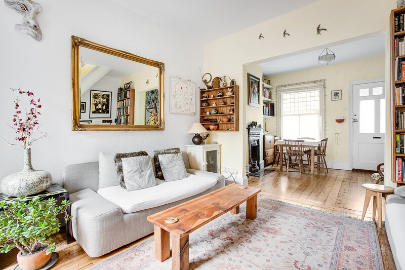 Comfortable bright living space; extendable dining table to seat 6