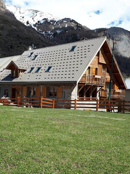 Appartement-chalet n°1 4 étoiles 150 m2 4 chambres Grand jardin privatif clôturé, location de vacances à Le Monetier-les-Bains