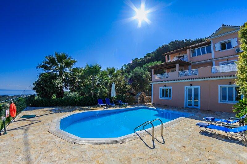 Large, beautiful villa with incredible views., location de vacances à Ano Vasilikos