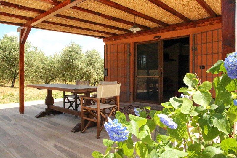 Monolocale indipendente nel verde degli olivi, location de vacances à Giuncarico
