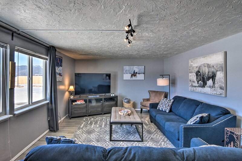 NEW! Rocky Mtn Retreat w/ Hot Tub Access & Views!, location de vacances à Granite