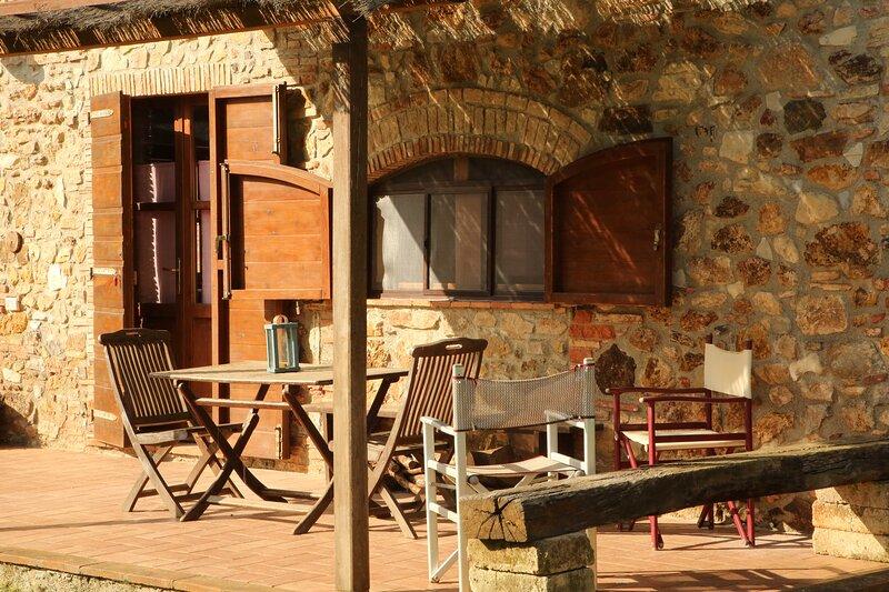 Monolocale in casa colonica di pietra, location de vacances à Giuncarico