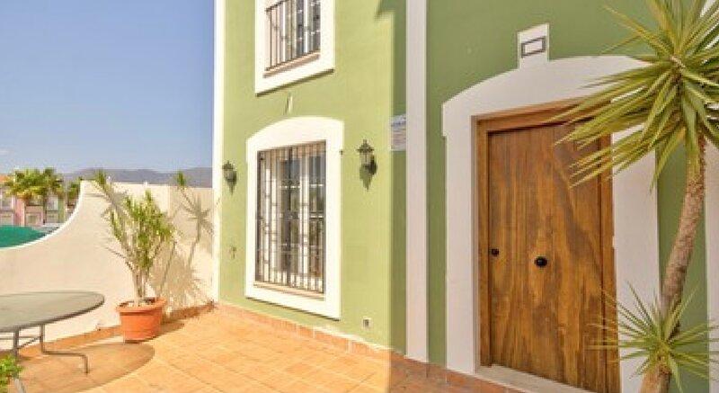 Green Tee House - minutes from the beach, alquiler vacacional en Casares