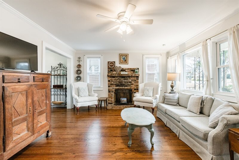 Sullivan Klein Haus -Your Greenville destination that is minutes to downtown and, holiday rental in Greer
