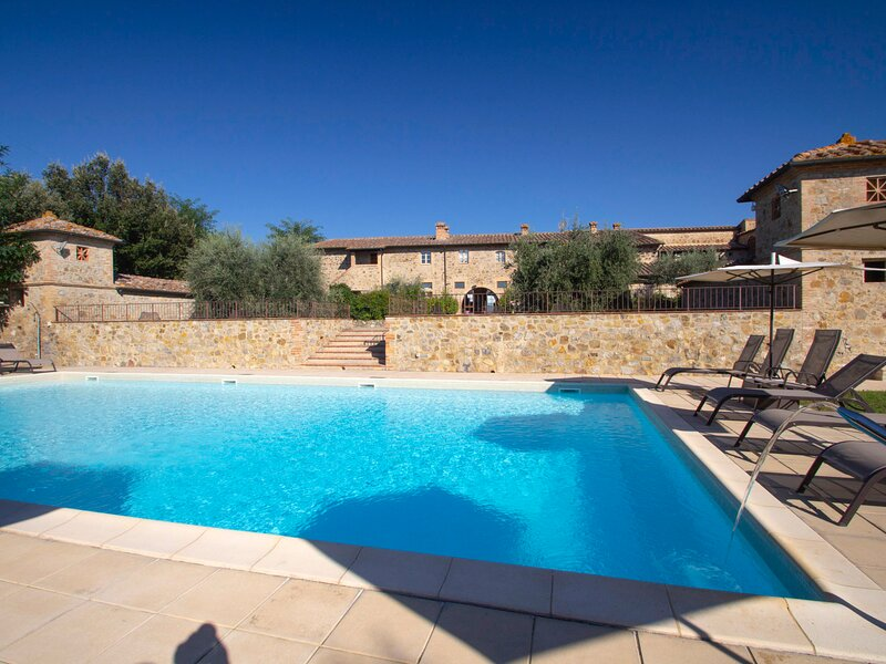 Tenuta per 22 pax, vacation rental in Casole d'Elsa