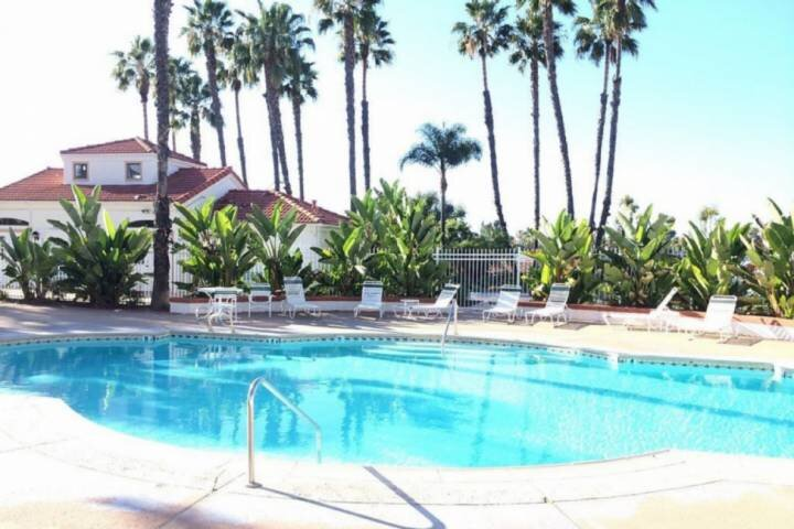 Corporate and Family Condo with Pool, close to shopping, location de vacances à Rancho Bernardo