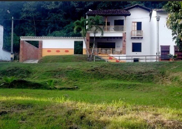 Cauca Viejo, Casa  Las Mañanitas , Antioquia. COLOMBIA.                       ., alquiler vacacional en Támesis