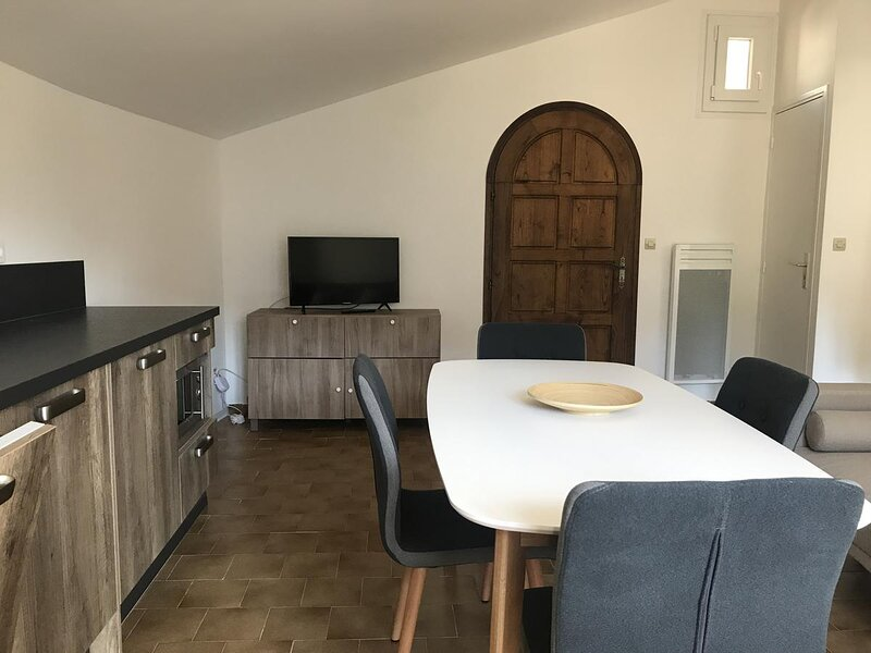 Gîte Lavande - Grand gîte au cœur du village du Mas et de la vallée de l'Estéron, holiday rental in Brianconnet