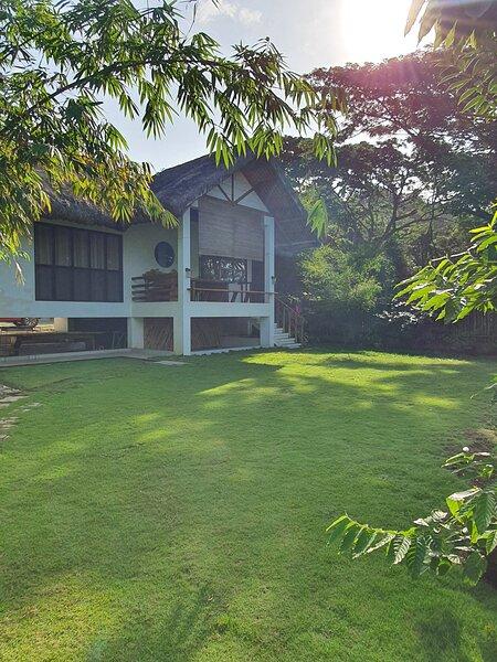 Batalang Bato Beach House - Private One Bedroom Villa (Anilao, Mabini), holiday rental in Bauan