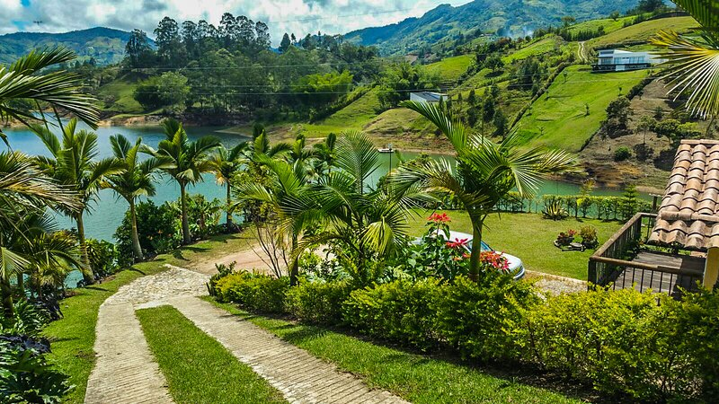 Lake House El penol - Guatape Colombia, holiday rental in Rionegro
