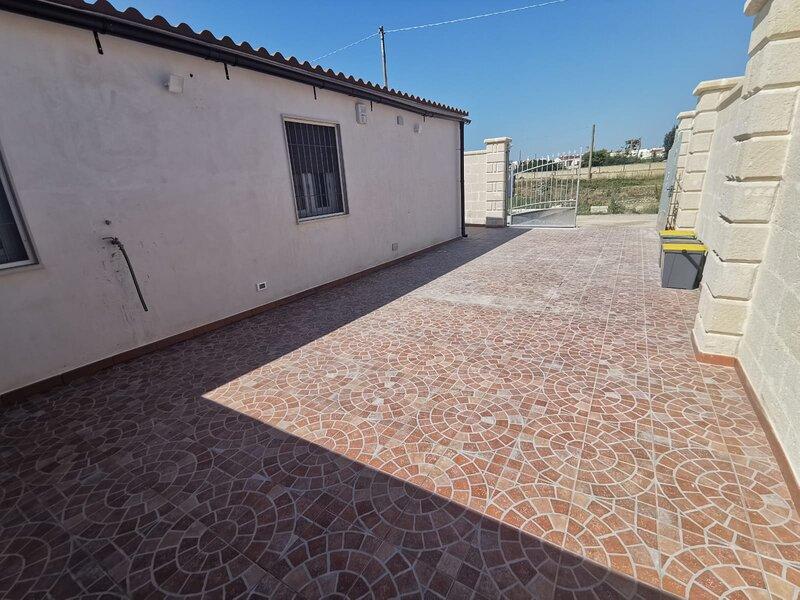 Villa Sole - Casa Vacanze Climatizzata & Indipendente San Pietro In Bevagna, vacation rental in Manduria