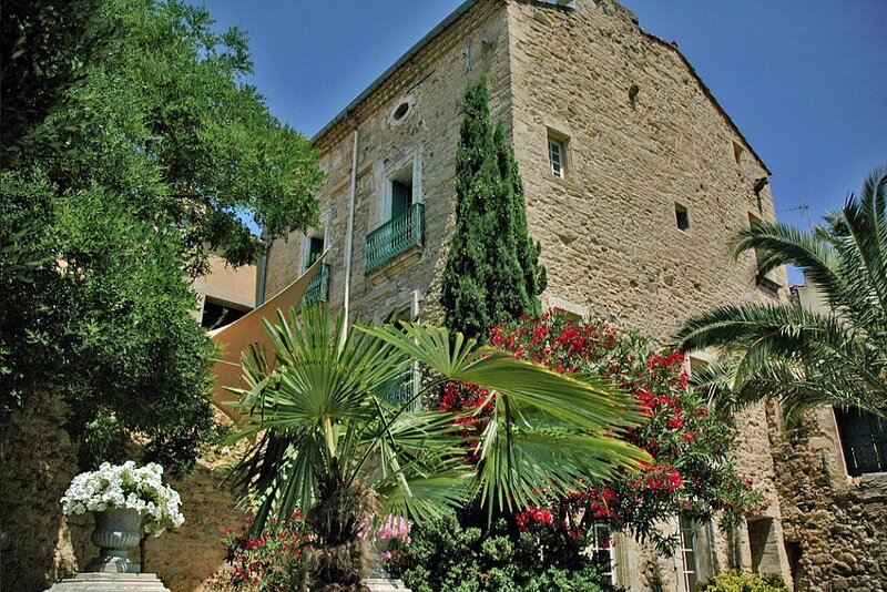 Montblanc Castle Sleeps 13 with Pool Air Con and WiFi - 5881453, vacation rental in Saint-Thibery