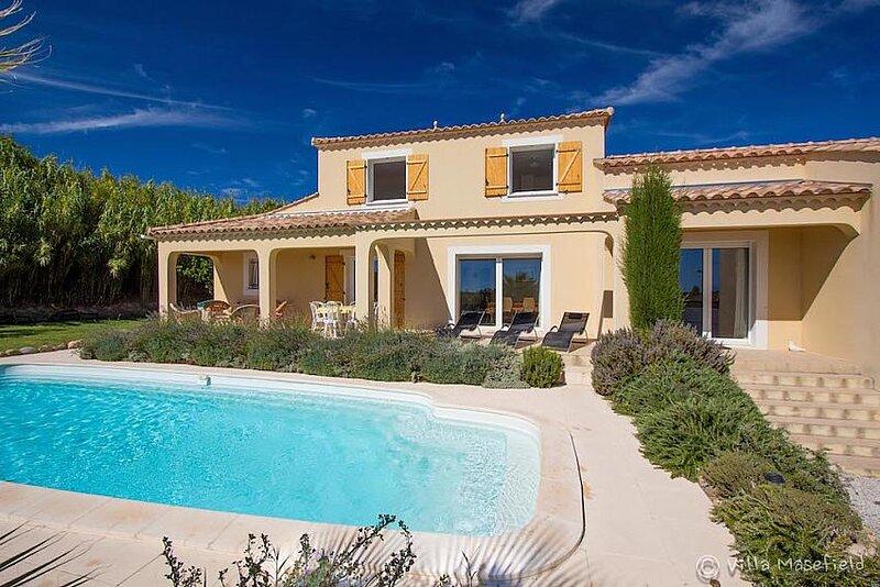 Pezenas Villa Sleeps 8 with Pool Air Con and WiFi - 5881454, aluguéis de temporada em Valros