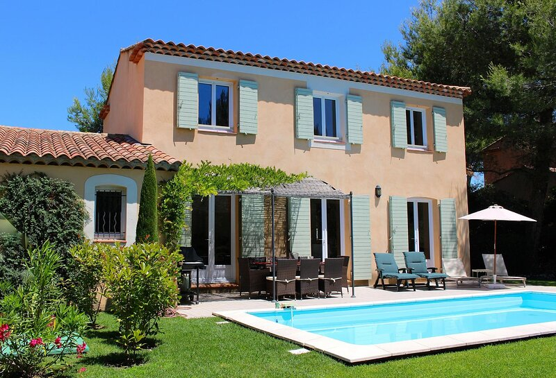 Cazan Villa Sleeps 10 with Pool and WiFi - 5881455, holiday rental in Alleins