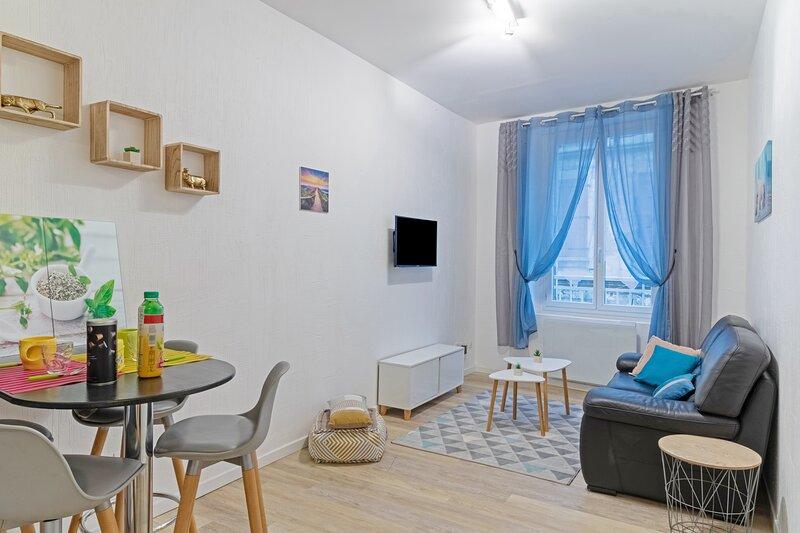 Appartement tout equipé gare et commerces à pied, holiday rental in Villeneuve-sur-Bellot